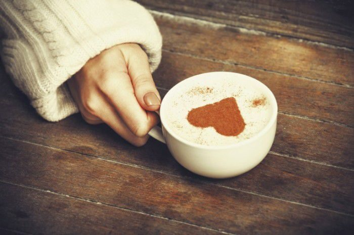 girl-holding-coffe-with-heart-700x465